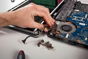 CHIP Замена шарниров дисплея ноутбука