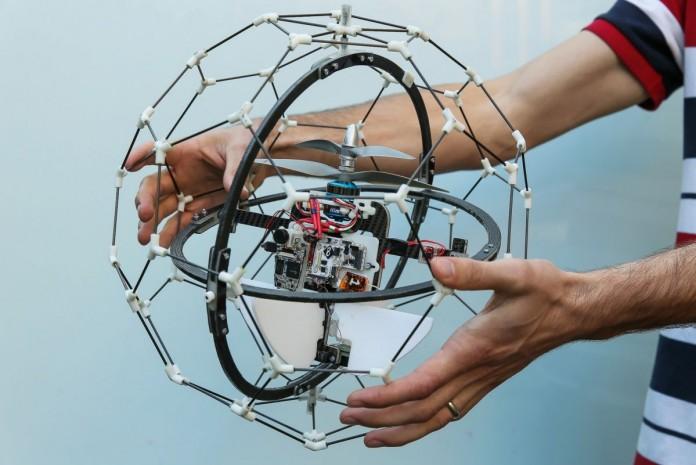 Летающий дрон GimBal не боится столкновений