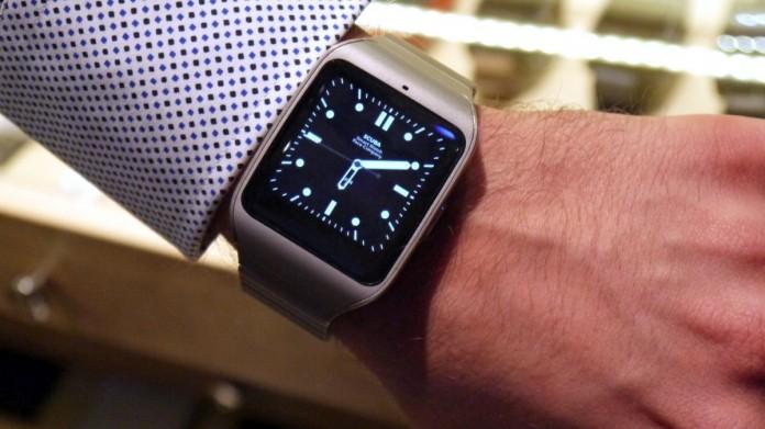 Sony SmartWatch 3 с металлическим браслетом скоро появятся в России