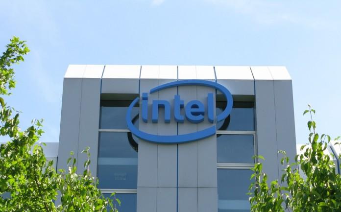 Intel прогнозирует появление 7-нм чипов в 2018 году