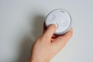 Дополнительный выключатель Tap, входящий в комплект поставки Hue, позволяет управлять лампами без использования смартфона.