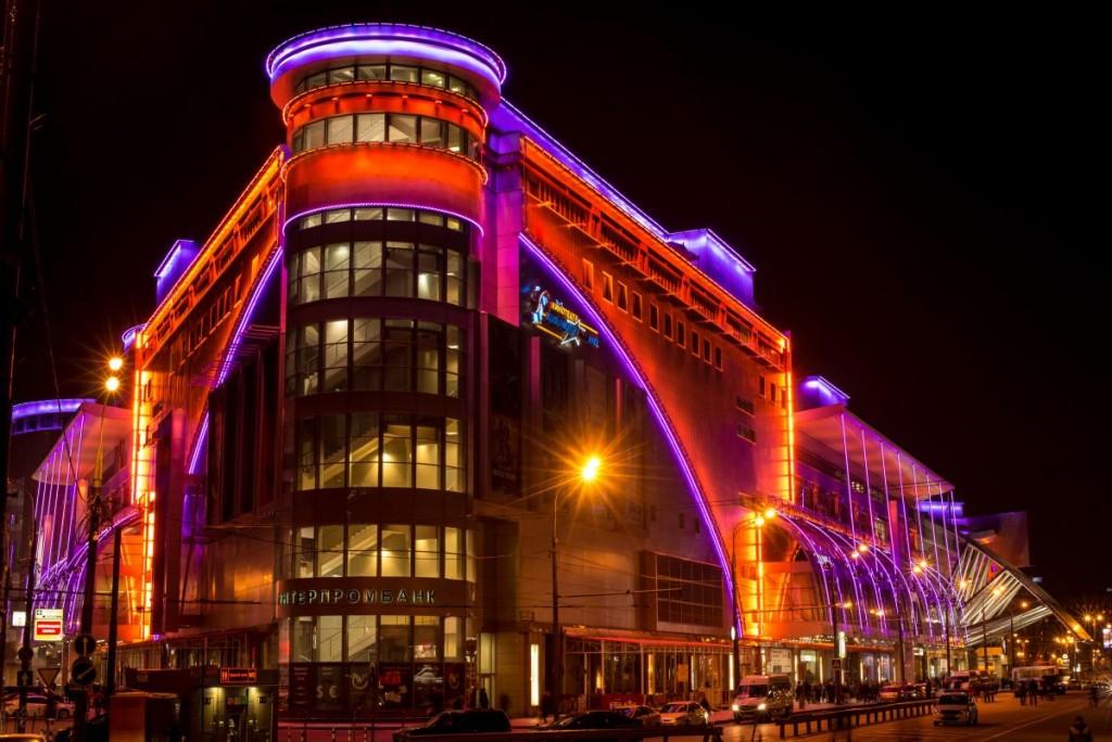 Фасадное освещение торгово-развлекательного центра «Европейский» в Москве