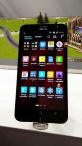 Экран яркий, контрастный. Интерфейс и и приложения сделаны в едином стиле