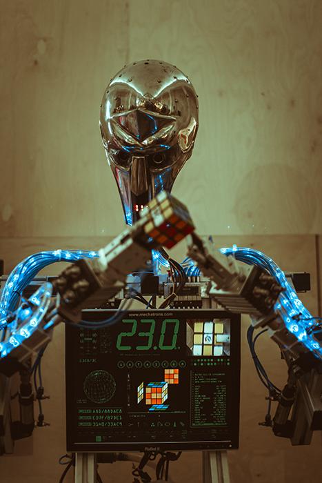 Быстро собрать кубик Рубика? Нет ничего проще. У робота уходит на это от 15 секунд до минуты.