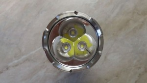 Дефлектор оснащен тремя сверхъяркими светодиодами