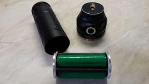 Фонарь комплектуется литий-ионными аккумуляторами форм фактора 18650 емкостью 2200 mAh