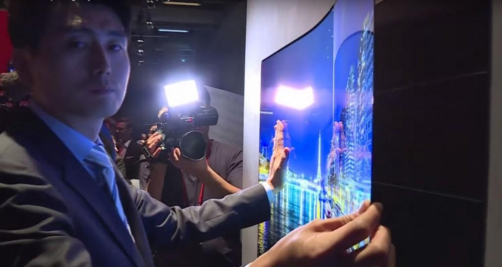 LG представила двусторонний OLED-дисплей и цифровые магнитные обои