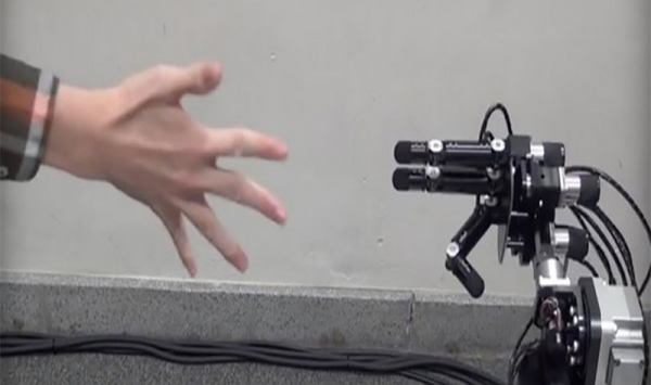 this-japanese-robot-never-loses-a-game-of-rock-paper-scissors