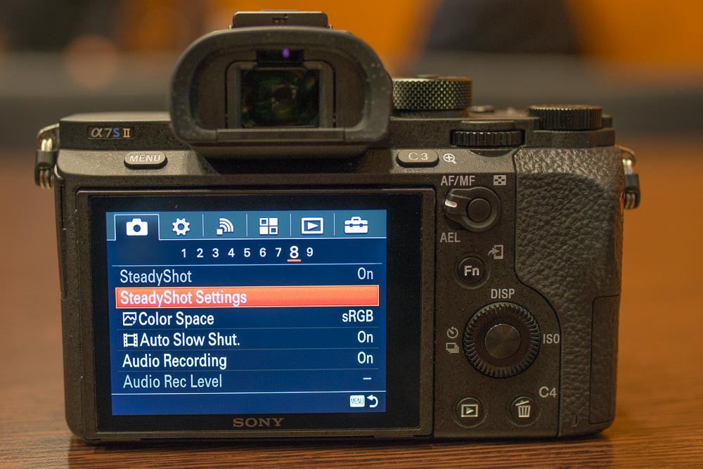 Sony Alpha 7S II: Эргономичный магниевый корпус хорошо защищен от брызг