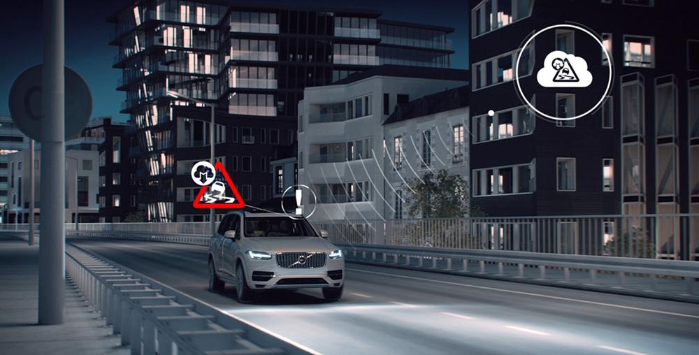 Автомобили Volvo передают информацию о дорожных условиях на общий сервер и таким образом делятся данными с другими автомобилями. Так, например, автомобиль заранее сможет оповестить водителя о том, когда нужно снизить скорость.