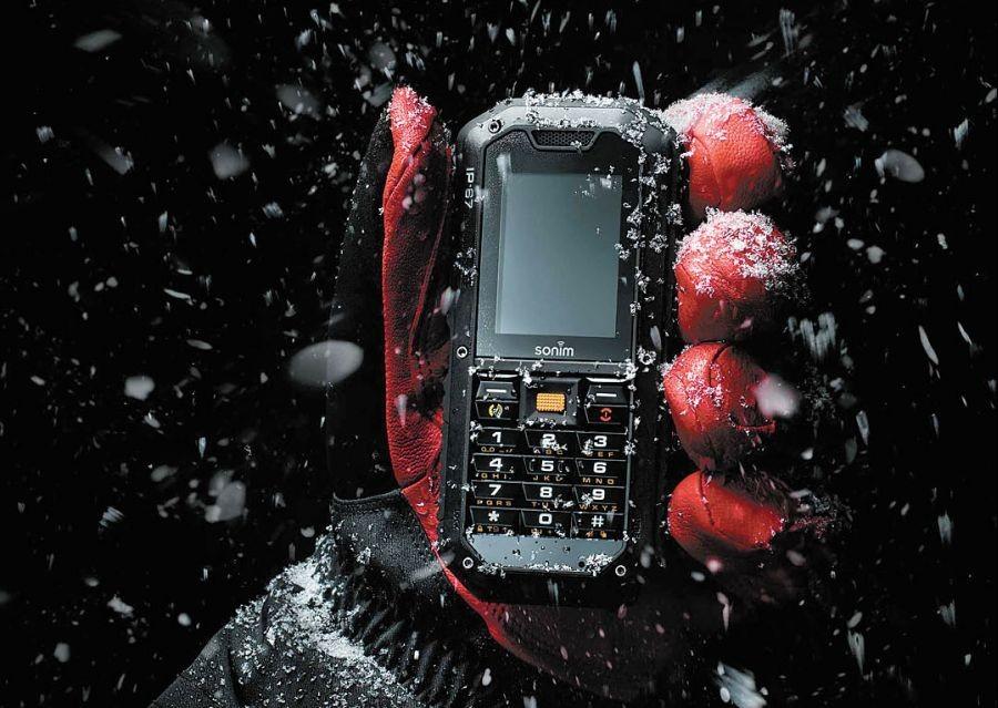 Смартфон под снегопадом