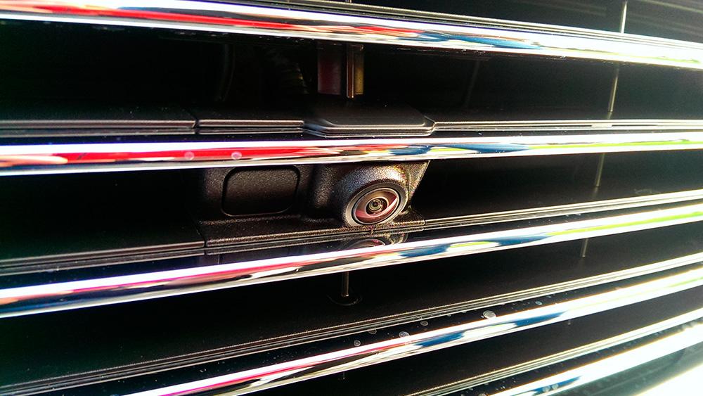 Камера фронтального комбинированного обзора
