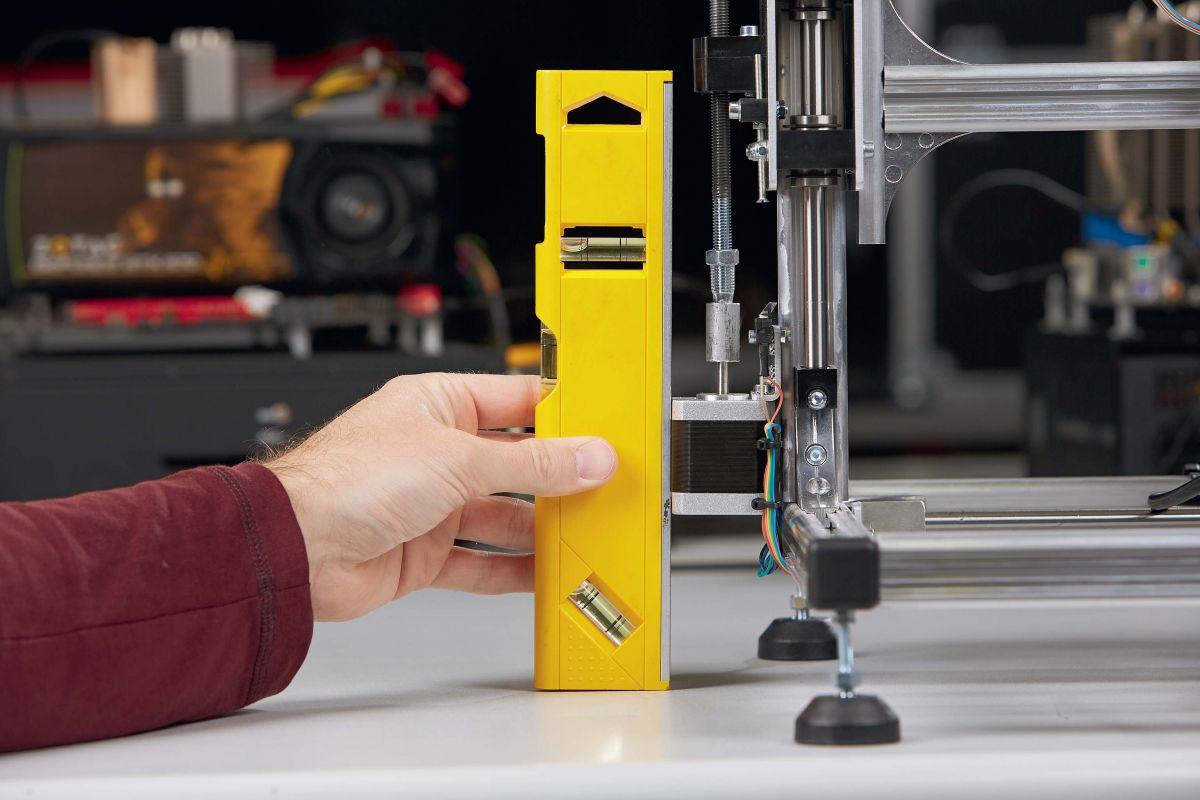 Технологический дефект: мотор принтера Velleman стоит неровно и начинает правильно работать только благодаря специальной вставке