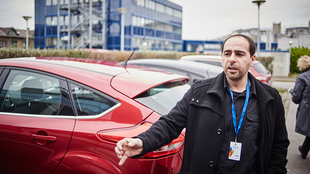 Специалист Научно-исследовательского центра Ford, Мухамед Бенмимун, рассказывает, как работает система Cross Traffic Alert