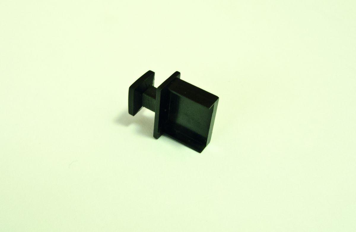 Небольшая пластиковая крышечка защищает USB-порты от загрязнения пылью