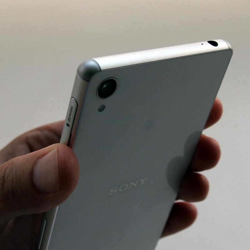 Sony Xperia Z3: круглые углы для более удобного управления.