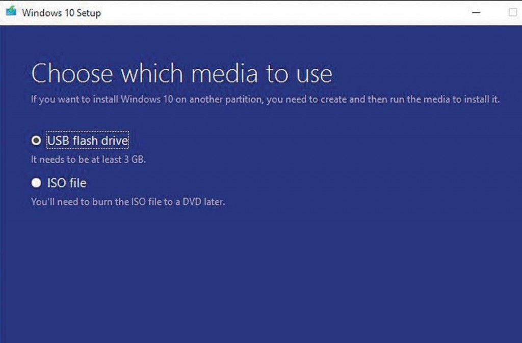 С помощью программы Microsoft Media Creation Tool создайте DVD с Windows 10 или загрузочную USB флешку