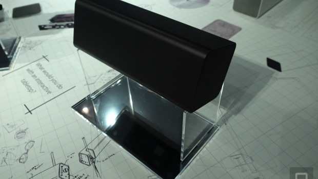 Настольный проектор от компании Sony может оживить предметы и фотоальбомы на столе и сделать их интерактивными