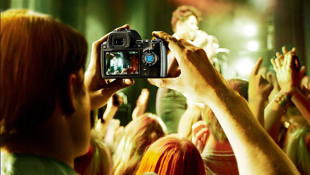 Корпус беззеркальных камер очень компактный, как и объективы для них. А это значительно облегчает вес.