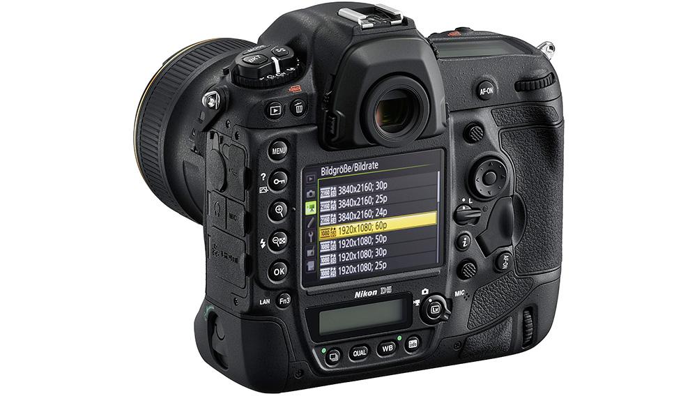 Nikon D5: Мини ЖК-дисплей на задней панели показывает дополнительную информацию — например, текущее значение ISO.