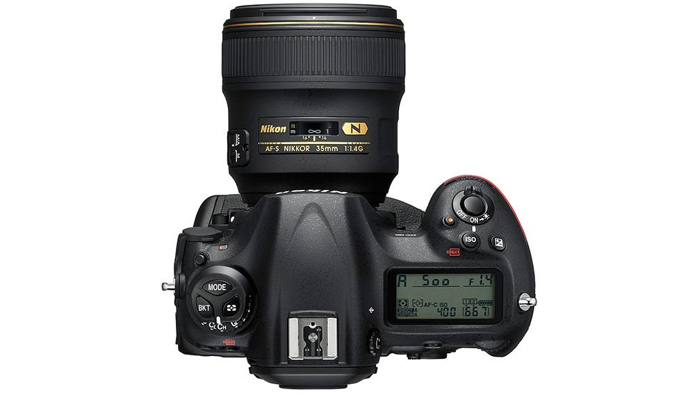 Nikon D5: Кнопка изменения значения ISO переместилась к кнопке спуска затвора. Если вы привыкли к другому, придется переучиваться.