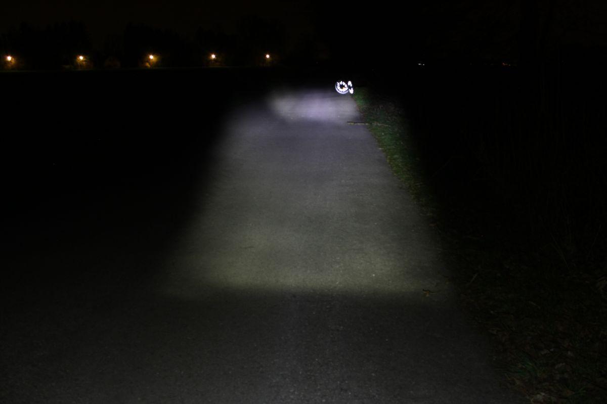 BUSCH & MÜLLER FRONTLICHT IXON FYRE: тестовый снимок освещенности