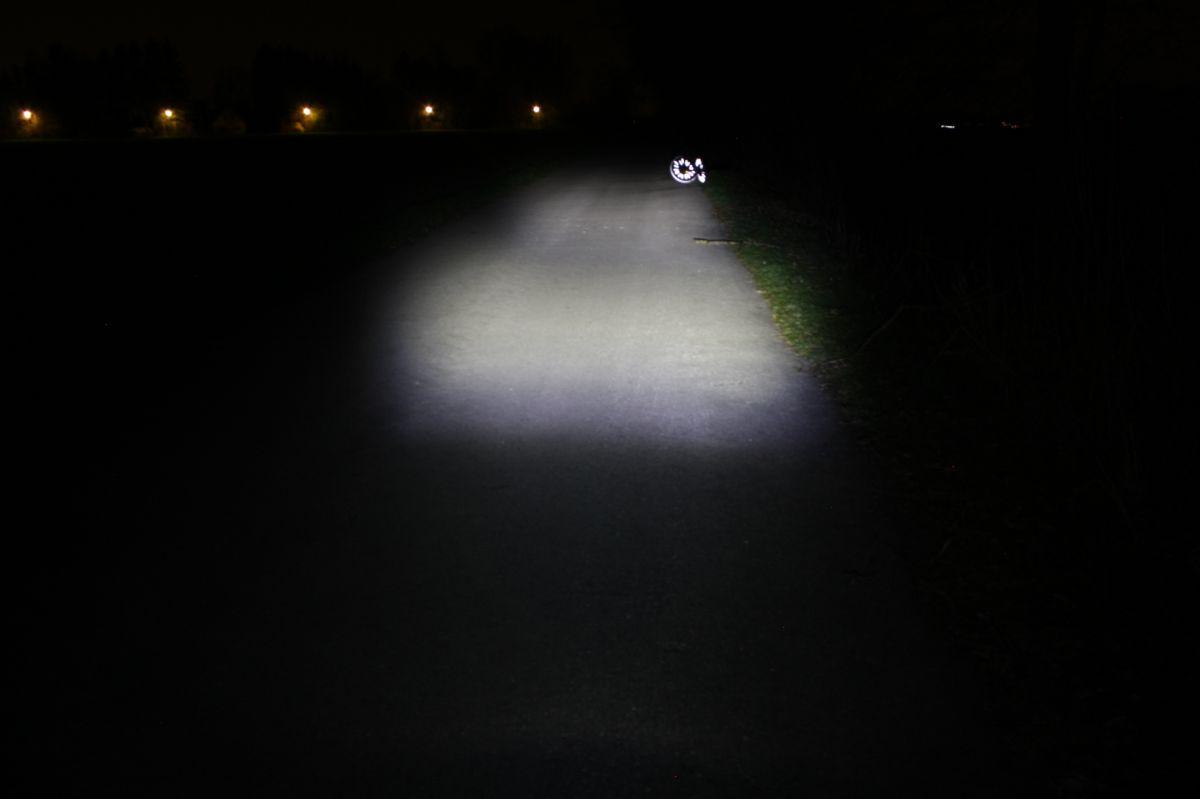 SIGMA SPORT ROADSTER: тестовый снимко освещенность