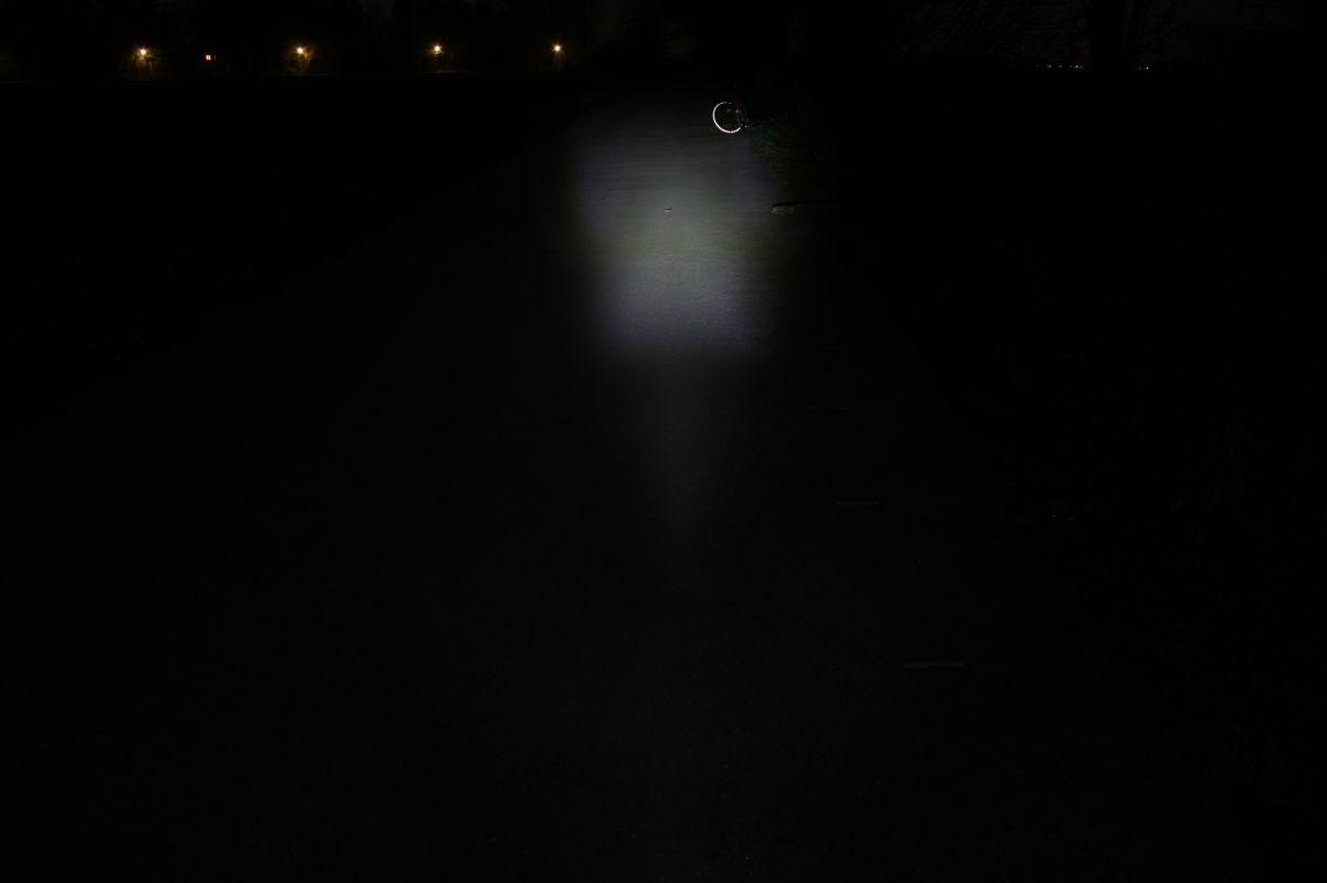 CAT EYE ECONOM HYBRID (HL-EL 030G): освещенность