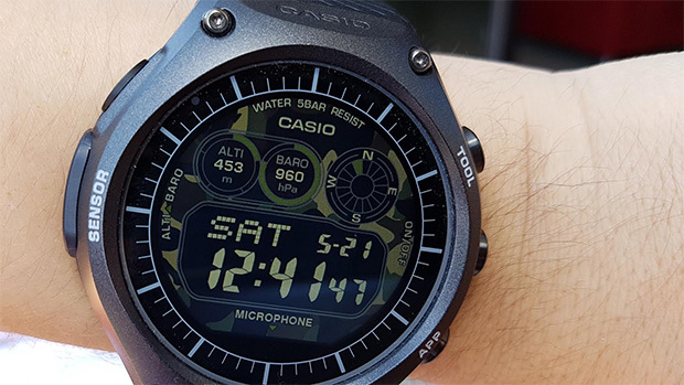Умные часы Casio