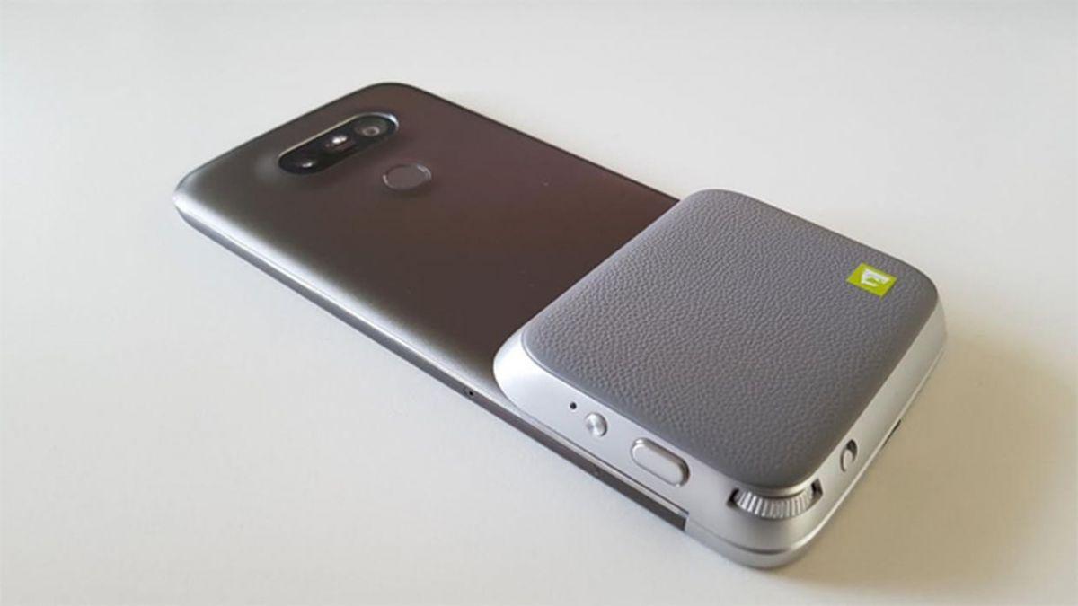 LG CamPlus: прикрепляемый к смартфону модуль имеет дополнительный аккумулятор и кнопку спуска затвора