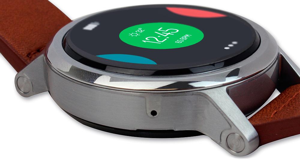 Motorola Moto 360 v2: сбоку располагается микрофон. Благодаря новому CPU голосовое управление работает быстрее.