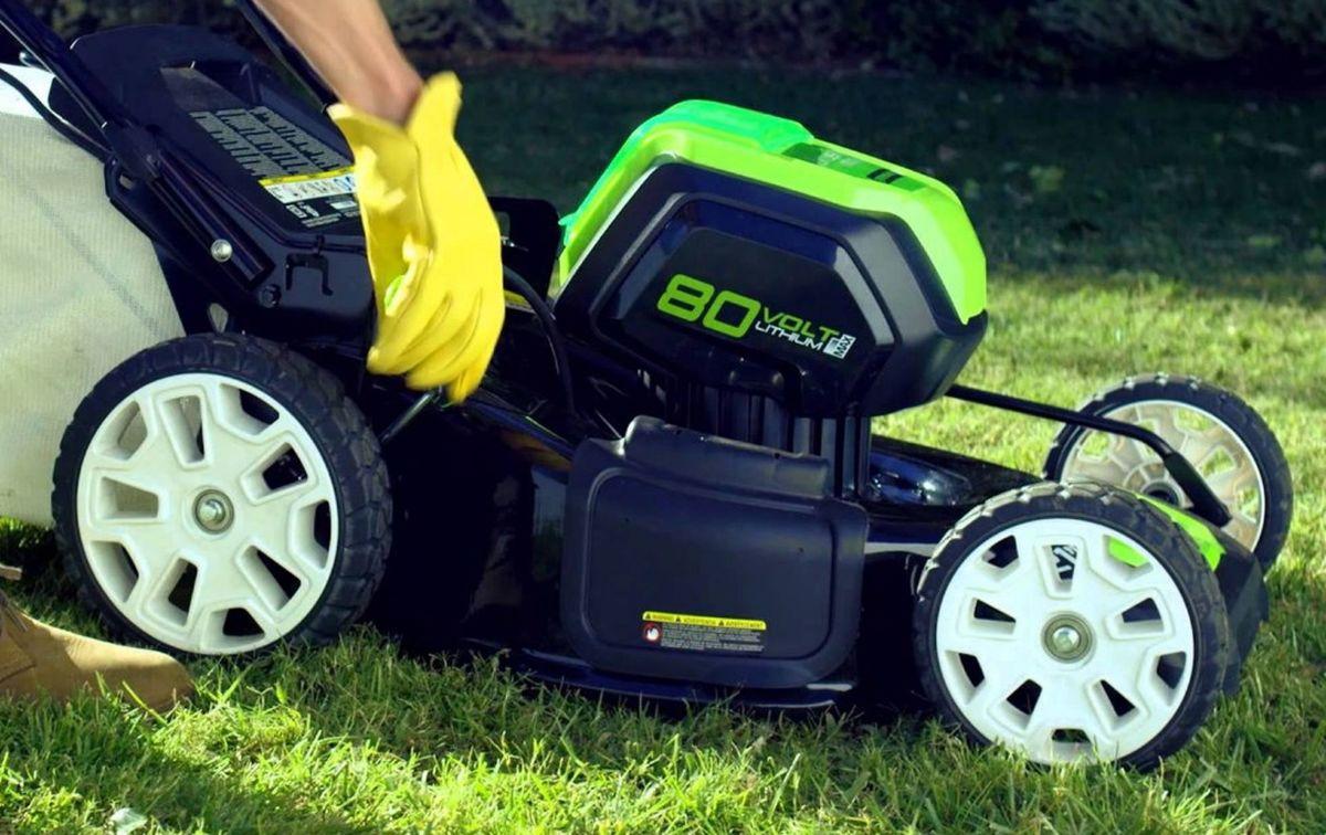 Как выбрать электрическую газонокосилку: советы от профи