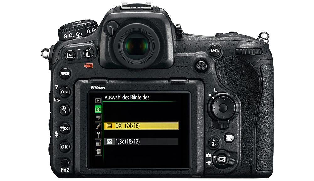 Nikon D500: Кроп-фактор 1,5 можно изменить до 1,3 (1,95 от полнокадрового снимка).