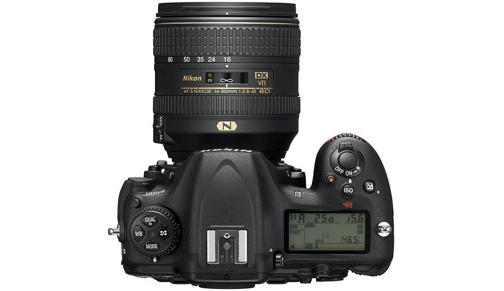 Nikon D500: Для беспроводной передачи данных у D500 можно использовать Wi-Fi или Bluetooth с помощью SnapBridge.