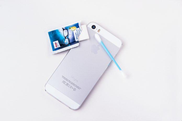 Как удалить загрязнения с линзы камеры iPhone