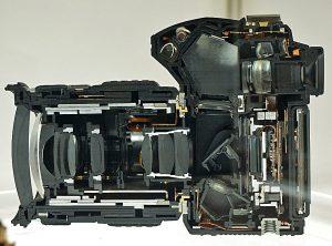 Лучшая зеркальная фотокамера: DSLR в разрезе. (Фото: Википедия
