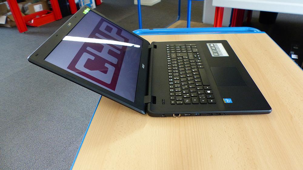 Acer Aspire ES1-731-C5TV: яркий, но бликующий дисплей.
