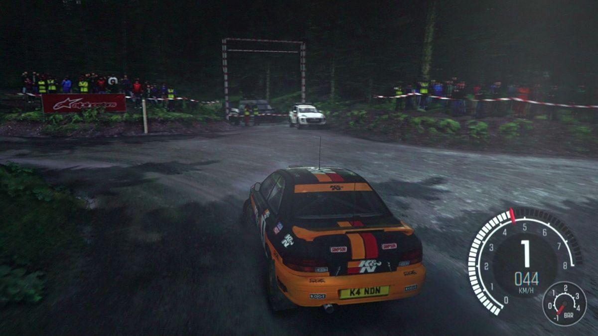 Dirt Rally (1080p, Ultra-Profil): наш гоночный болид несется со склона на скорости 86 FPS.
