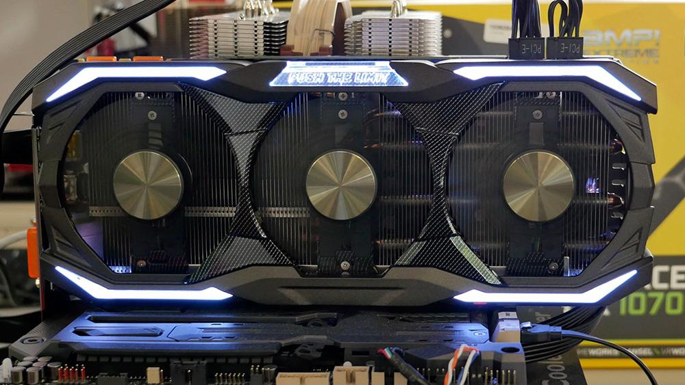Zotac Geforce GTX 1070 AMP! Extreme Edition: Не подойдет для мини-ПК — эта видеокарта огромна и в длину, и в ширину.