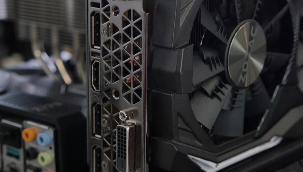 Zotac Geforce GTX 1070 AMP! Extreme Edition: Много интерфейсов, в числе которых DisplayPort (3x), DVI (1x), HDMI (1x).