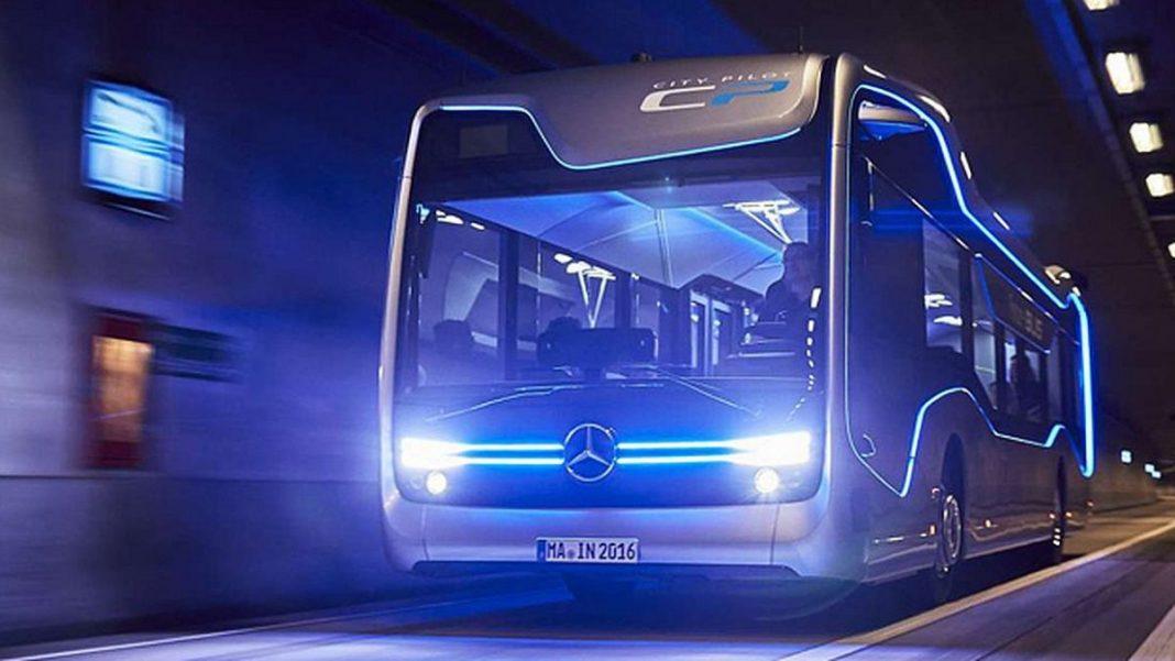 Автобус Mercedes Future bus передвигается автономно