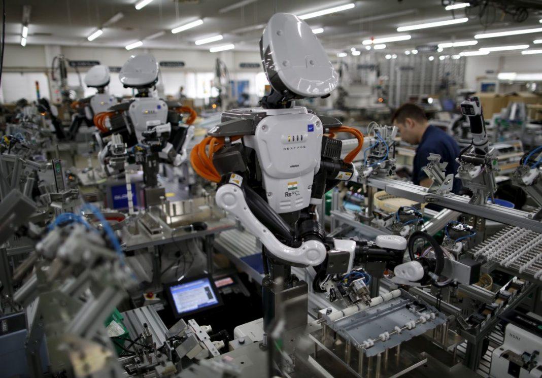Робот вместо человека: кого уволят в ближайшем будущем