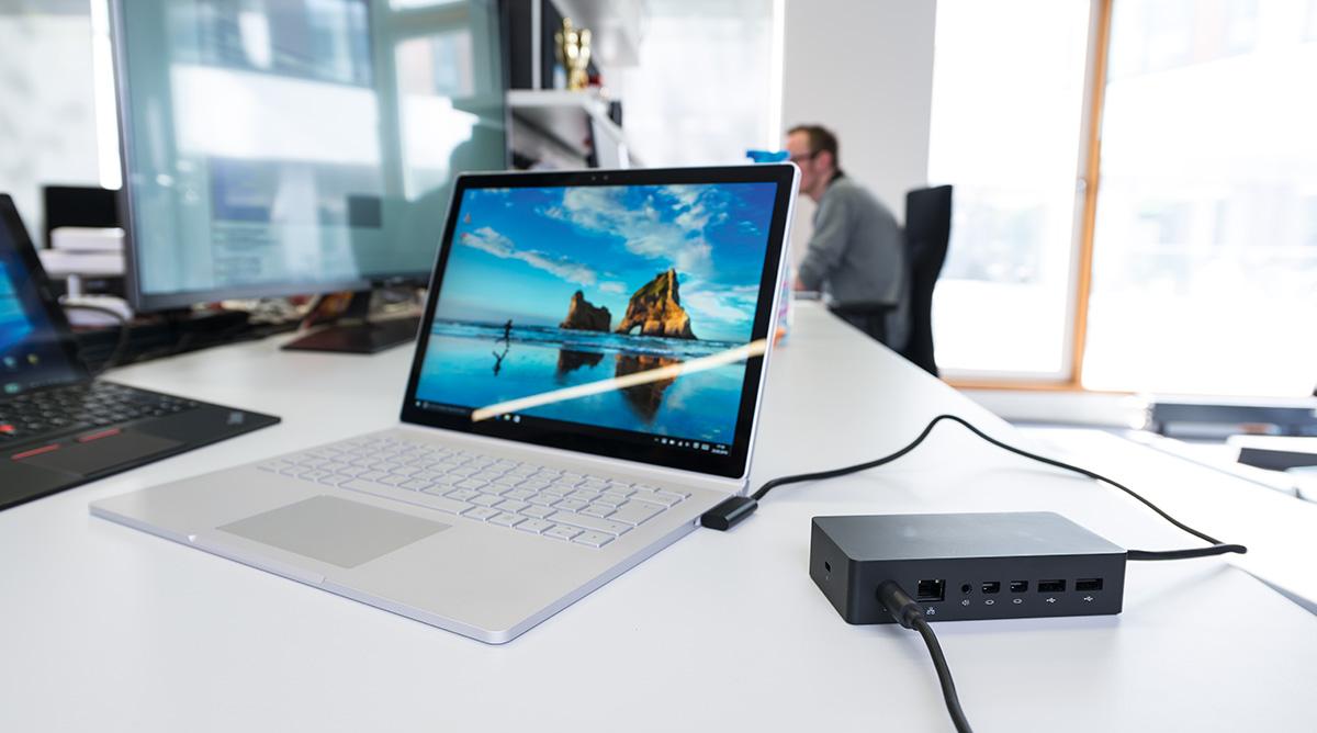 Для моделей Surface компания Microsoft предлагает опциональную док-станцию (около 15 000 руб.) с дополнительными разъемами (в том числе LAN и аудио).
