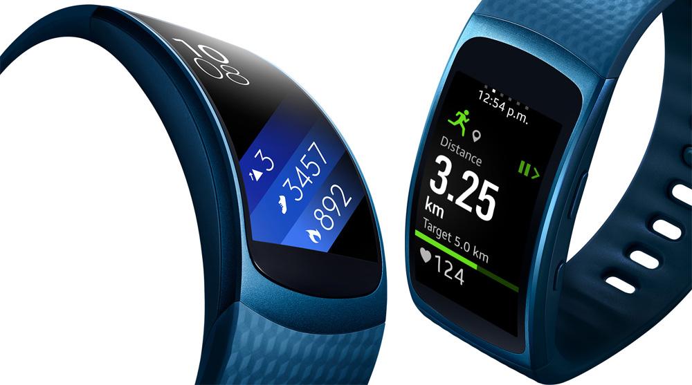 Samsung Gear Fit 2: изогнутый OLED-дисплей отображает уведомления и фитнес-данные.