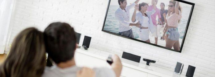 Как правильно установить телевизор: все дело в расстоянии