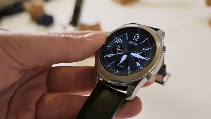Первый взгляд на умные часы Samsung Gear S3