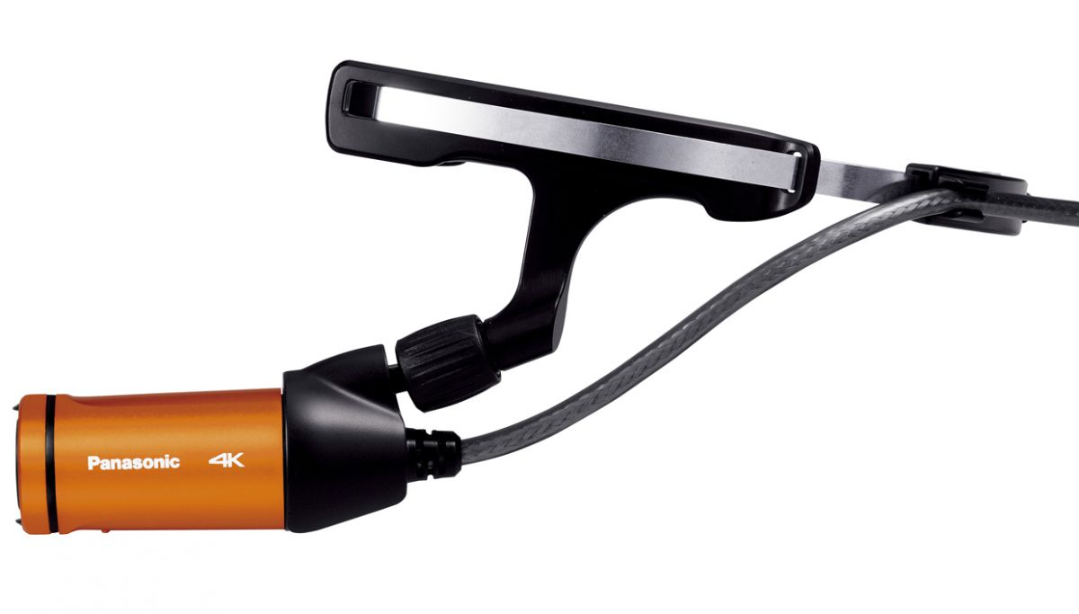 Panasonic HX-A500: гибкое крепление для камеры входит в комплект поставки