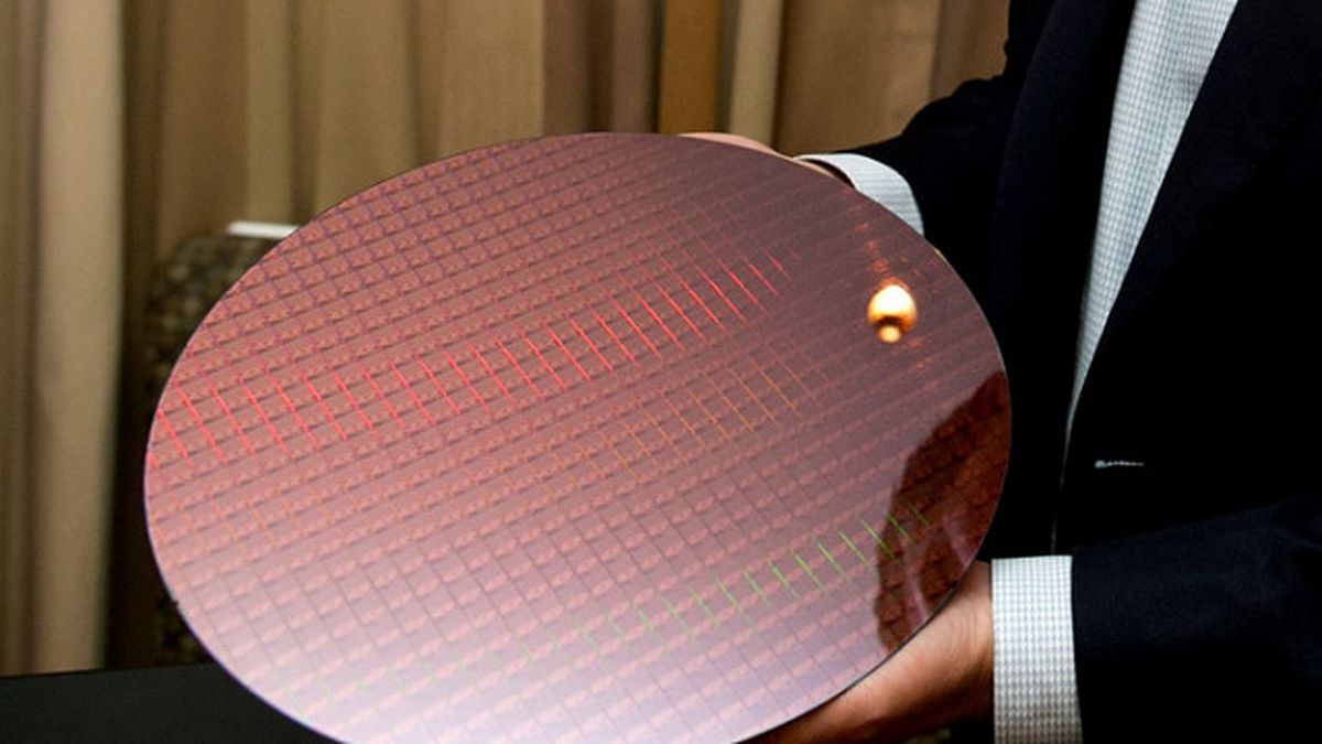 пластина для изготовления процессоров 7-го поколения Intel Core. Фото: Intel