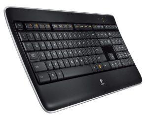 Logitech K800 IT: полноразмерная клавиатура с большим количеством кнопок и фоновой подсветкой