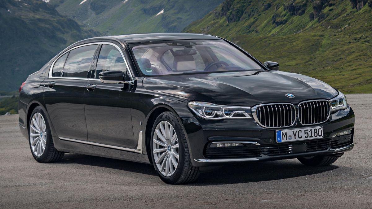 BMW 740Le xDrive iPerformance: 326 лошадиных сил, но всего двухлитровый двигатель